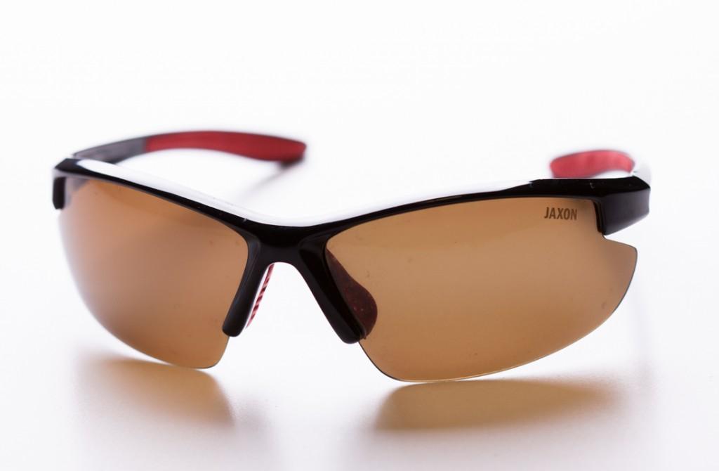 """Okulary Jaxona, lekkie, wygodne i mają miarę jasne """"szkła"""" w kolorze bursztynowym"""