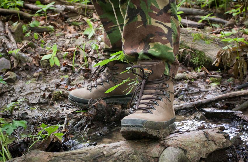 Błoto i małe potoki dla tych butów to żadne wyzwanie