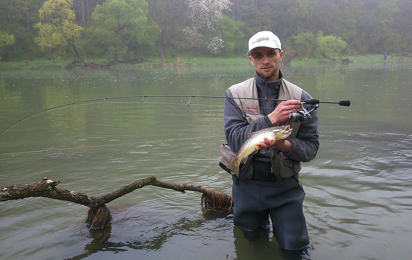 Łowienie pstrągów tym kijem daje sporo frajdy