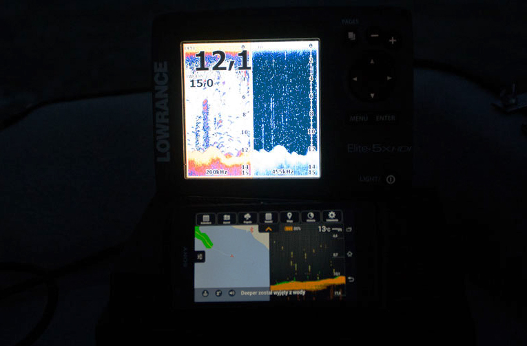 Tu próba pokazania, porównania Deepera i Lowrance, ale kiedy tylko przeszedłem na rufę łodzi by zrobić zdjęcie, Deeper unosił się nad wodę i tracił połączenie.