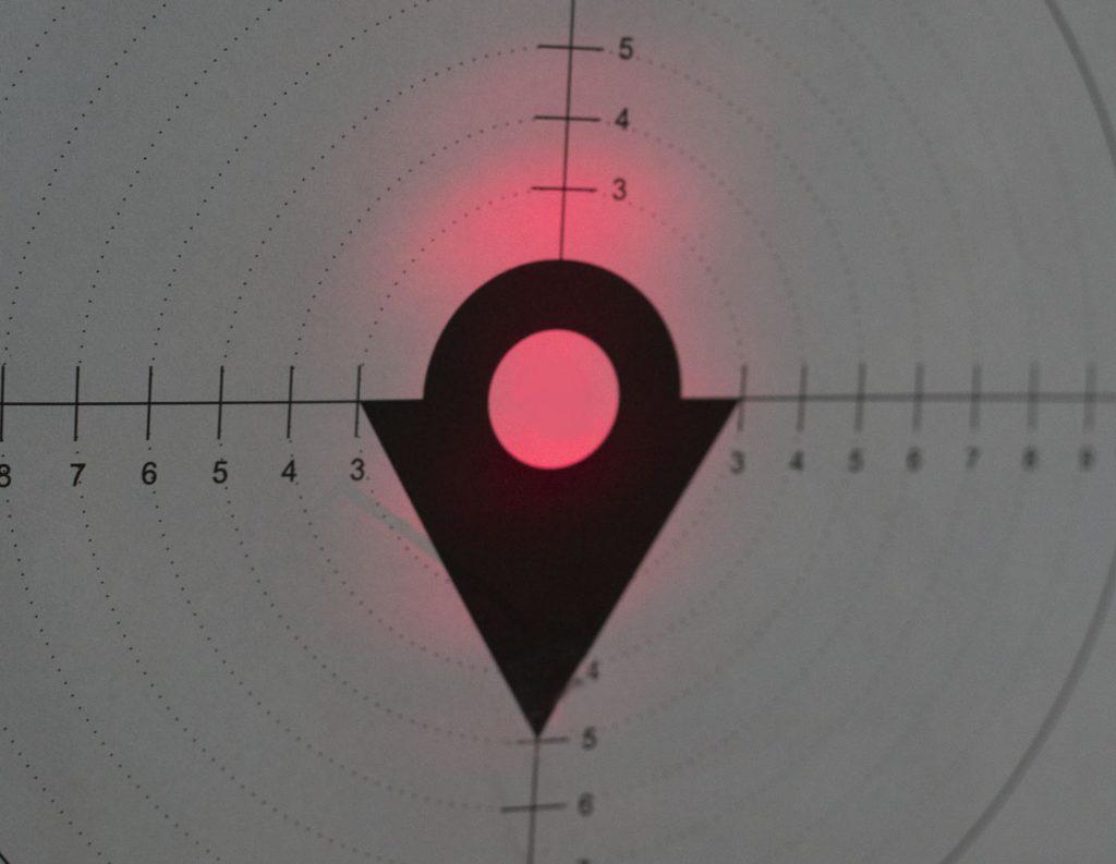 Kropka lasera w odległości 100 m ma dość spore rozmiary